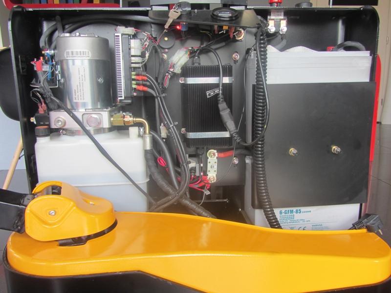 Elektryczny wózek podnośnikowy z masztem pojedynczym